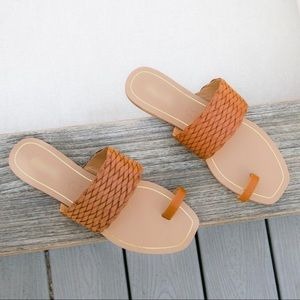 Shoes - Toe ring cognac woven sandals NWT